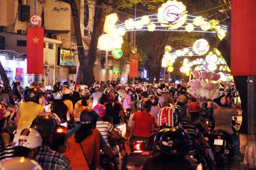 Kinh đô ánh sáng ở Sài Gòn chào đón năm mới 2017 - 8