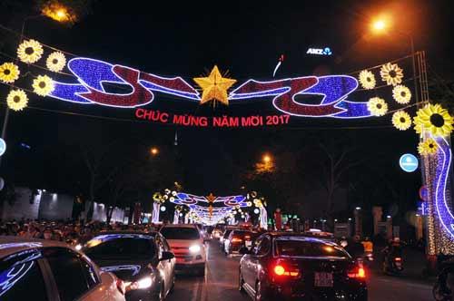 Kinh đô ánh sáng ở Sài Gòn chào đón năm mới 2017 - 2