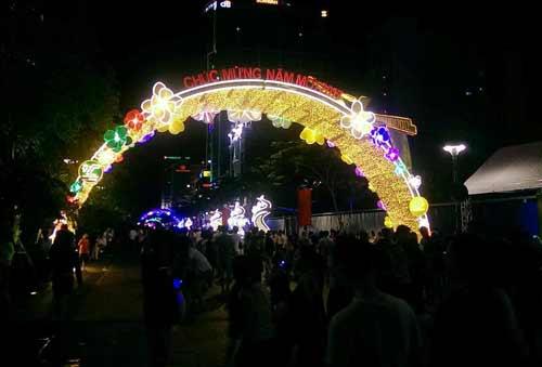 Kinh đô ánh sáng ở Sài Gòn chào đón năm mới 2017 - 10