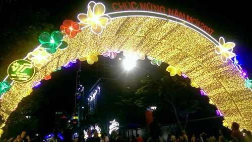 Kinh đô ánh sáng ở Sài Gòn chào đón năm mới 2017 - 9