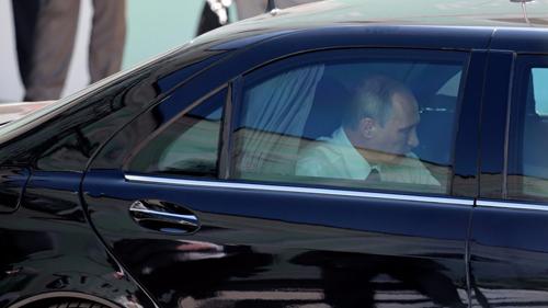 """Siêu xe chống đạn của Tổng thống Putin rao bán giá """"khủng"""" - 1"""