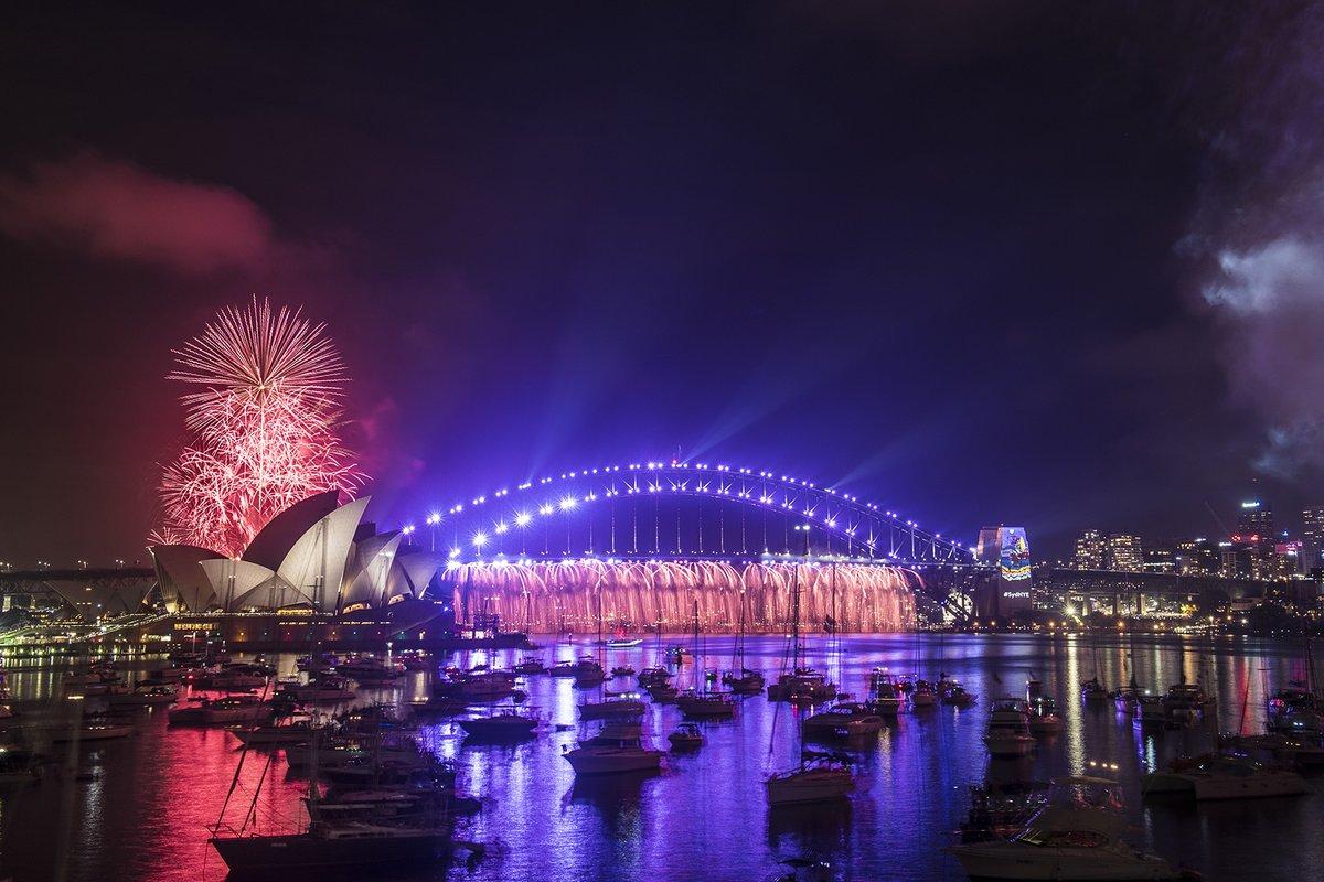 Pháo hoa rực trời tại nơi đón 2017 sớm nhất thế giới - 5