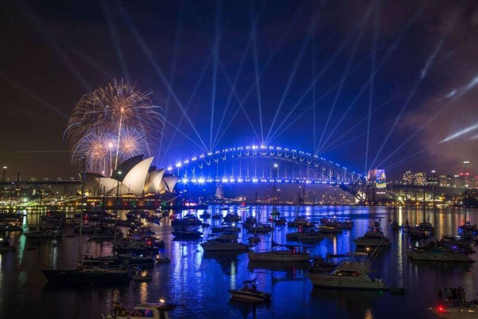 Pháo hoa rực trời tại nơi đón 2017 sớm nhất thế giới - 6