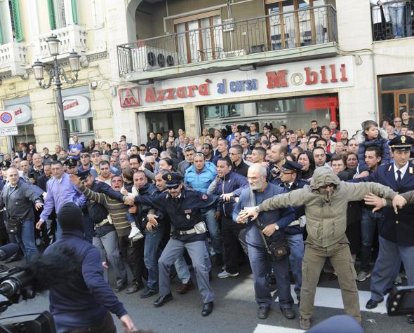 Tổ chức mafia khủng khiếp nhất châu Âu - 4