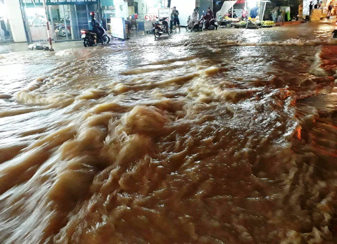 Đồng Nai: Thêm một người bị nước mưa cuốn mất tích - 1