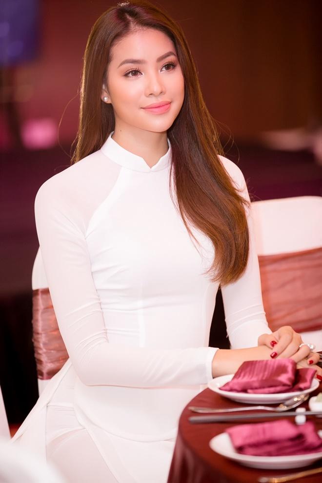 Phạm Hương gây xao xuyến khi diện áo dài trắng - 4