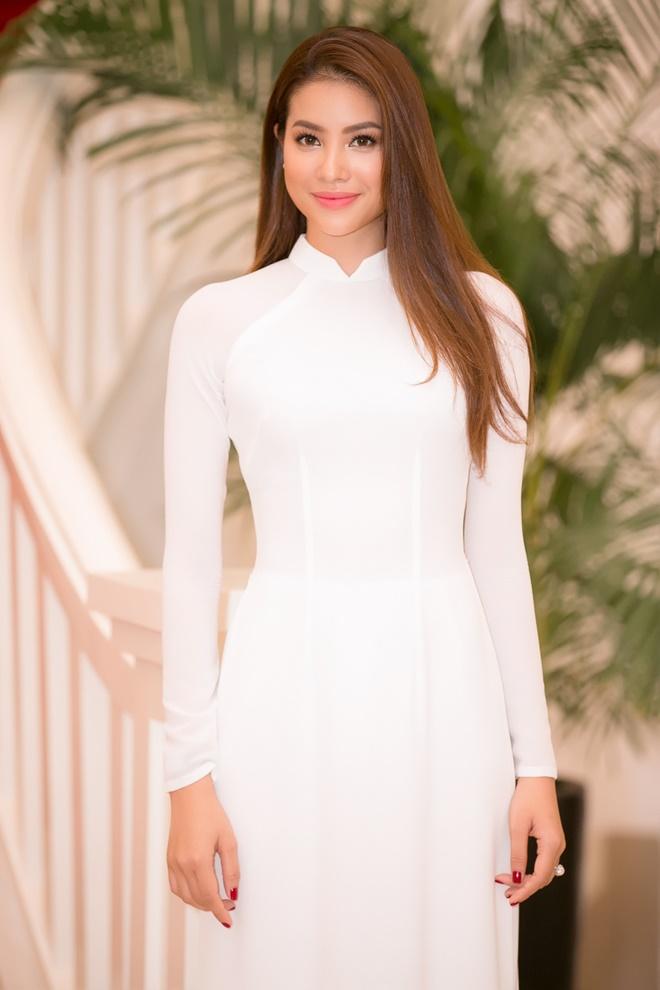 Phạm Hương gây xao xuyến khi diện áo dài trắng - 2