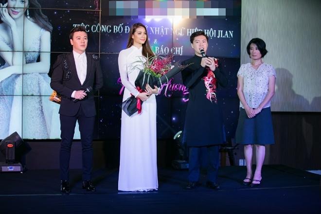 Phạm Hương gây xao xuyến khi diện áo dài trắng - 8