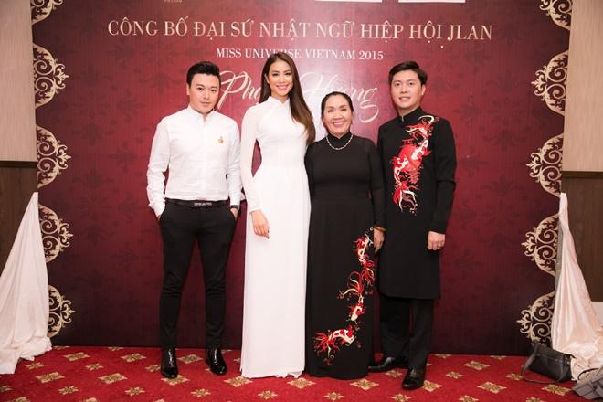 Phạm Hương gây xao xuyến khi diện áo dài trắng - 9