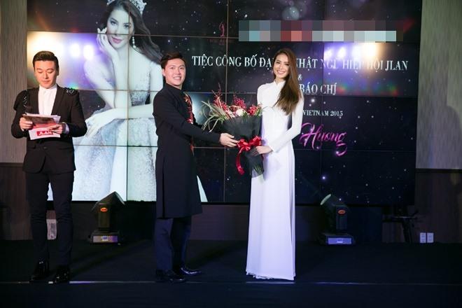 Phạm Hương gây xao xuyến khi diện áo dài trắng - 7