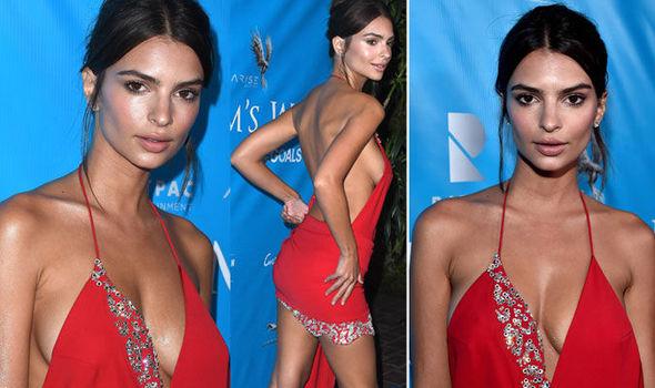 """Váy trễ tràng """"nóng mắt"""" của mỹ nữ có vòng 1 đẹp nhất thế giới - 3"""