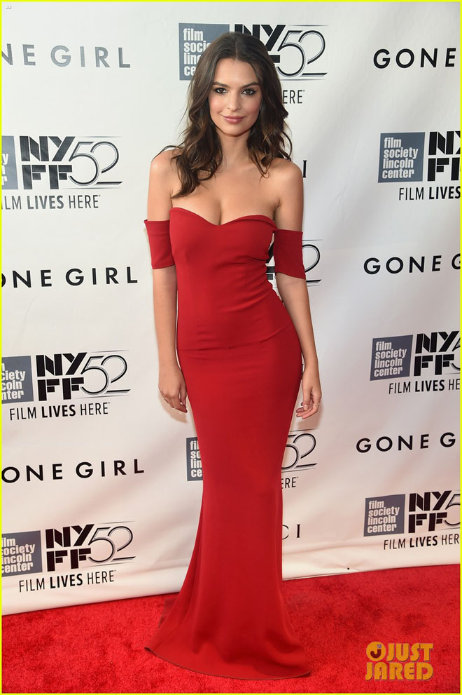 """Váy trễ tràng """"nóng mắt"""" của mỹ nữ có vòng 1 đẹp nhất thế giới - 8"""