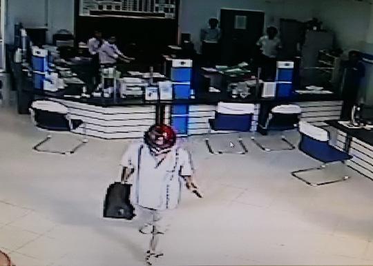 Vì sao nghi phạm cướp ngân hàng ở Vĩnh Long tự sát? - 1