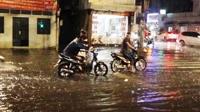 Vì sao mưa ngập đường, xe chết máy mới vận hành siêu máy bơm? - 4