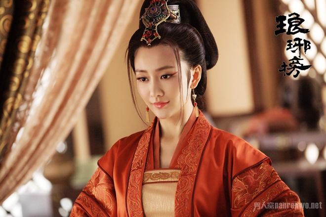 """Đời thực của mỹ nữ được chồng Dương Mịch """"gõ cửa lúc nửa đêm"""" - 13"""