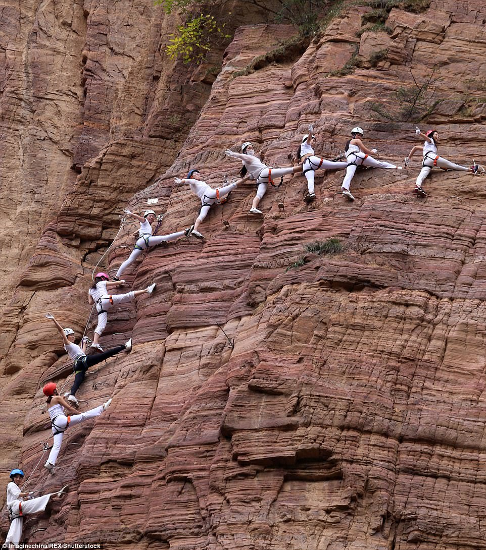 Màn trình diễn yoga tập thể cực liều và cực đẹp trên vách núi - 5