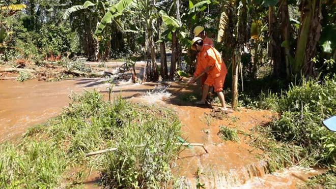 Vỡ kênh dẫn tràn hồ Gia Hoét, di dời hàng chục hộ dân - 4