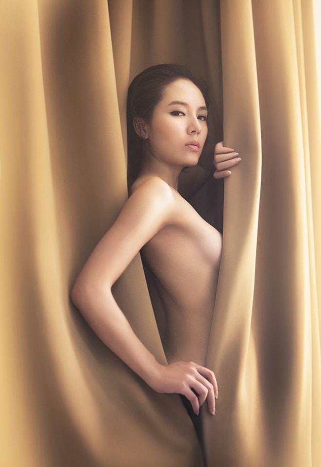 Nữ ca sĩ Phương Linh từng chia sẻ trên trang cá nhân về việc mình bị quỵt tiền cát- xê hồi năm 2014. Không những thế cô còn bức xúc khi có người cho rằng mình đi hát không cần tiền.