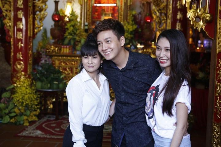 Phương Mỹ Chi và cô Út cùng về đền thờ Tổ của Hoài Linh xin lộc - 5
