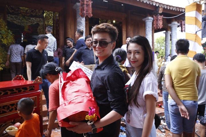 Phương Mỹ Chi và cô Út cùng về đền thờ Tổ của Hoài Linh xin lộc - 7