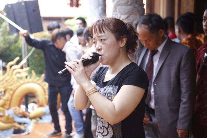 Phương Mỹ Chi và cô Út cùng về đền thờ Tổ của Hoài Linh xin lộc - 9