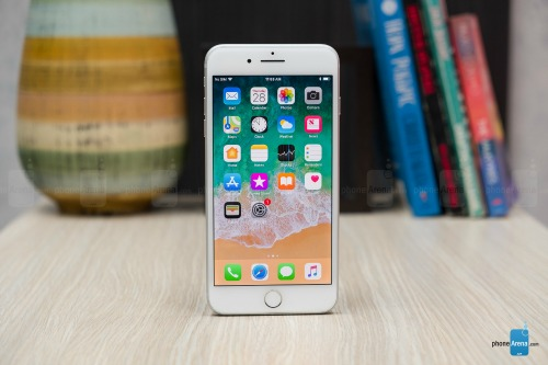Đánh giá iPhone 8 Plus: Mạnh mẽ, nhưng... lạc hậu - 2