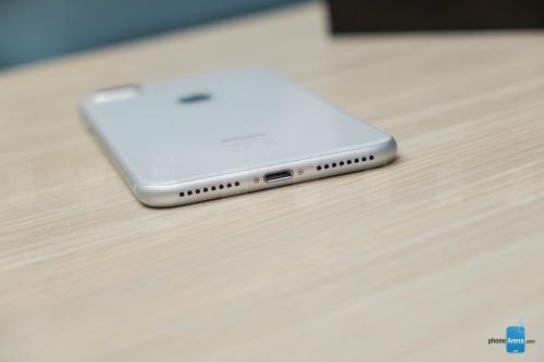 Đánh giá iPhone 8 Plus: Mạnh mẽ, nhưng... lạc hậu - 10