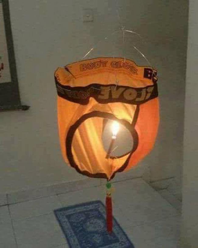 Chiếc lồng đèn handmade này thật xứng danh là lồng của đèn, đèn của lồng...