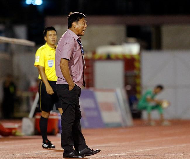 """Sếp Công Vinh khóc thét với """"Lukaku của V-League"""" - 4"""