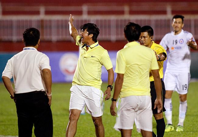 """Sếp Công Vinh khóc thét với """"Lukaku của V-League"""" - 5"""