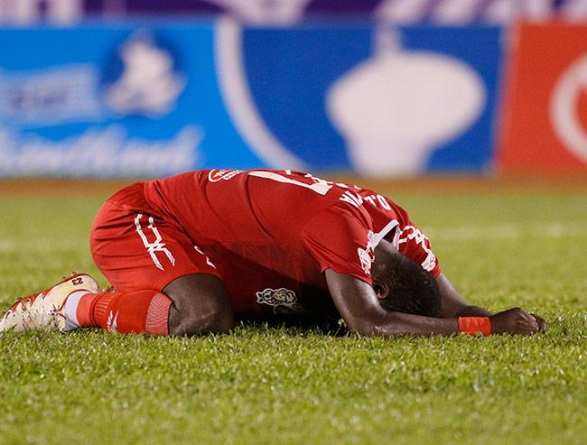 """Sếp Công Vinh khóc thét với """"Lukaku của V-League"""" - 8"""