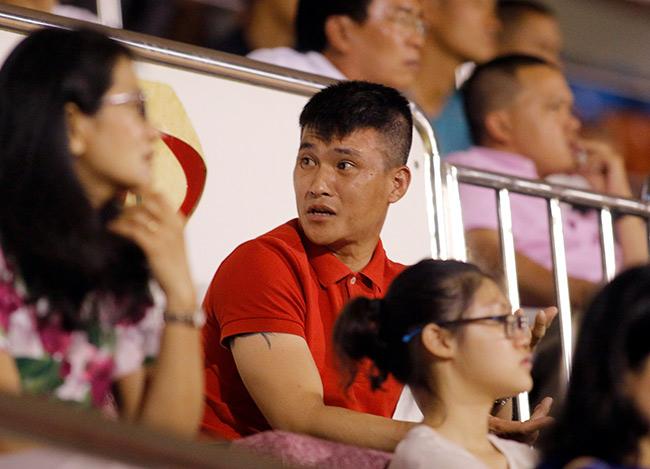 """Sếp Công Vinh khóc thét với """"Lukaku của V-League"""" - 10"""