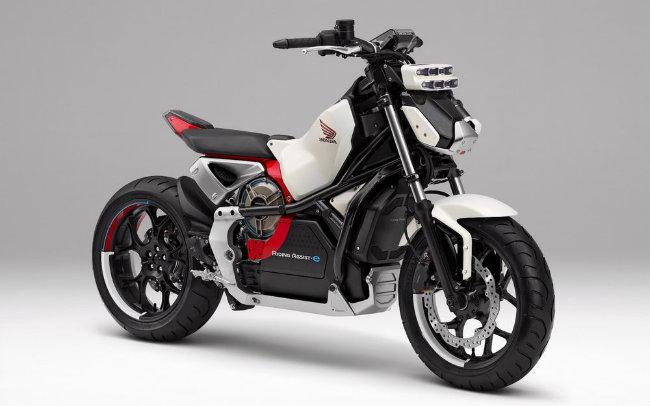 Honda sẽ trình diện mẫu môtô mới hấp dẫn được xây dựng ưu ái cho những người tập chơi môtô sử dụng thoải mái một phương tiện xe hai bánh ngay từ lần đầu. Xe sẽ là một trong những điểm sáng mà Honda định trình làng trước công chúng tại Triển lãm xe Tokyo lần thứ 45, dự kiến diễn ra từ ngày 27.10-5.11.2017.