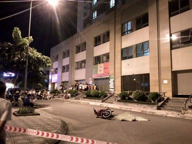 Hà Nội: Cô gái trẻ rơi từ tầng 25 xuống suýt trúng người đi xe máy - 2