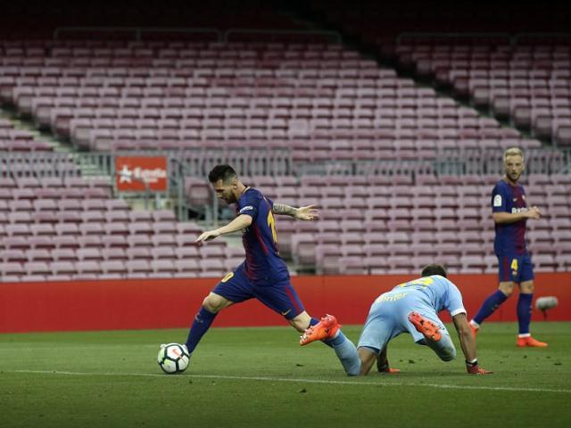 """Messi ghi bàn như máy, diễn tuyệt kĩ Rô """"béo"""" tô thêm vẻ đẹp"""