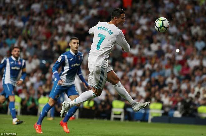 Messi siêu bùng nổ, Ronaldo tệ nhất La Liga - bất hòa với bố đã mất - 4