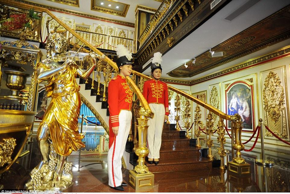 """Choáng ngợp nội thất xa hoa  bên trong """"cung điện Versailles"""" ở Trung Quốc - 2"""