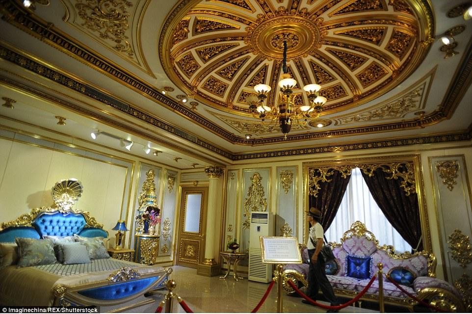 """Choáng ngợp nội thất xa hoa  bên trong """"cung điện Versailles"""" ở Trung Quốc - 3"""