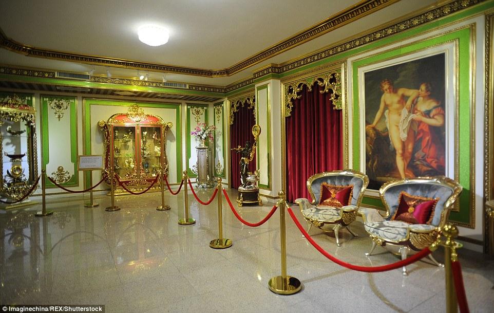 """Choáng ngợp nội thất xa hoa  bên trong """"cung điện Versailles"""" ở Trung Quốc - 7"""