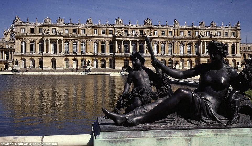 """Choáng ngợp nội thất xa hoa  bên trong """"cung điện Versailles"""" ở Trung Quốc - 5"""