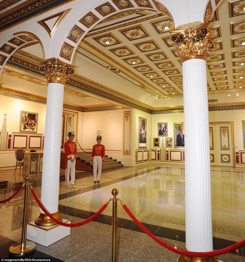 """Choáng ngợp nội thất xa hoa  bên trong """"cung điện Versailles"""" ở Trung Quốc - 4"""