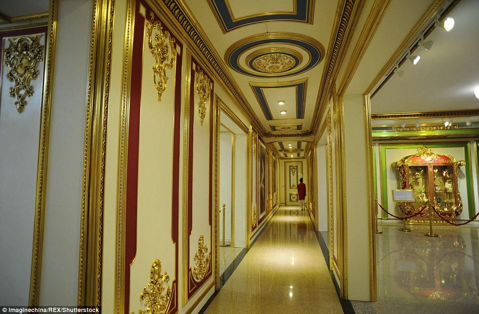 """Choáng ngợp nội thất xa hoa  bên trong """"cung điện Versailles"""" ở Trung Quốc - 6"""