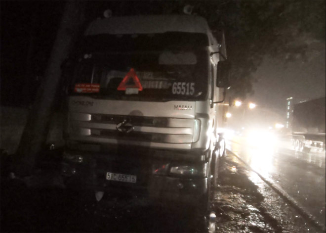 Bà bầu, bé trai 8 tuổi tử vong trên đường trong đêm mưa - 4