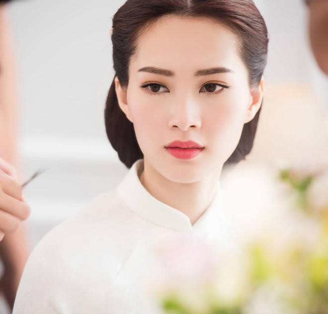 Hoa hậu Thu Thảo đẹp tựa tiên nữ trong lễ ăn hỏi bí mật - 9