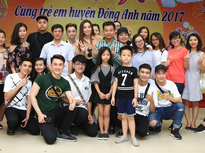 Hà Hồ giản dị tặng quà trung thu cho trẻ em nghèo - 7