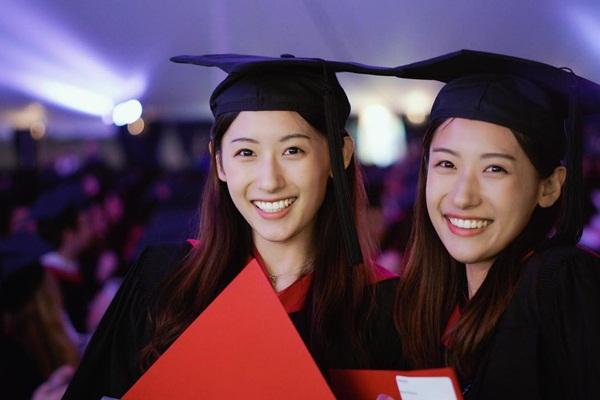 """Cặp song sinh """"con người ta"""": Xinh đẹp, nóng bỏng, tốt nghiệp ĐH Harvard - 1"""