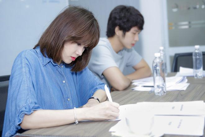 Mặc scandal của chồng, Hari Won vẫn tươi hết cỡ khi đóng phim - 3