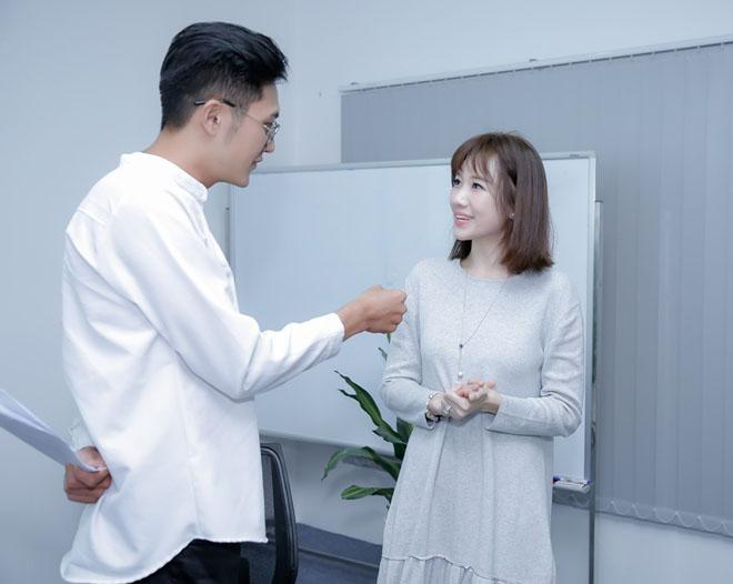 Mặc scandal của chồng, Hari Won vẫn tươi hết cỡ khi đóng phim - 8