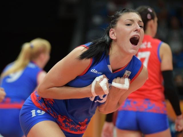 """Bóng chuyền: """"Kiều nữ"""" 1m93 giúp Serbia vượt Nga - Đức, bá chủ châu Âu"""