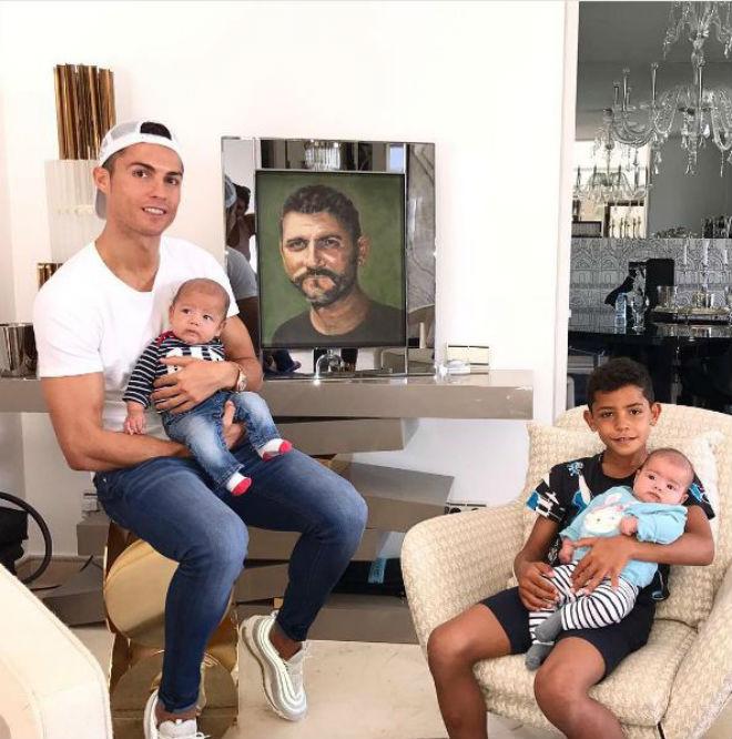 Messi siêu bùng nổ, Ronaldo tệ nhất La Liga - bất hòa với bố đã mất - 2